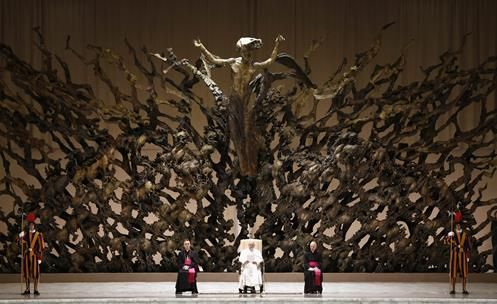 pope-in-hall